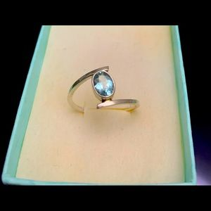 Silver aquamarine ring